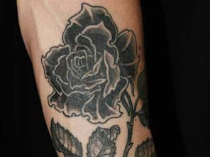 Antonio vonde tattoo studio maribor black rose tattoo - črna vrtnica tatu