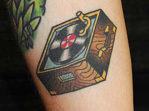 Antonio vonde tattoo studio maribor color record player - barvni gramofon old school